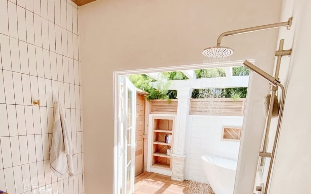 12 Beautiful Indoor/Outdoor Bathrooms