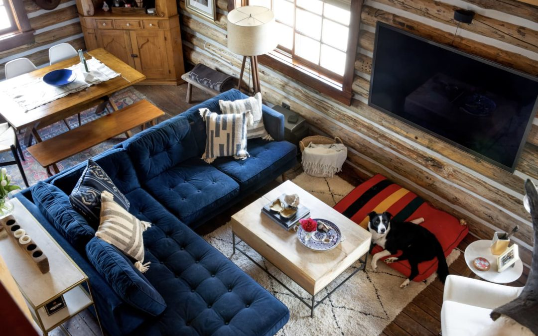 This Small Wyoming Log Cabin Is the Very Definition of Mountain Chic