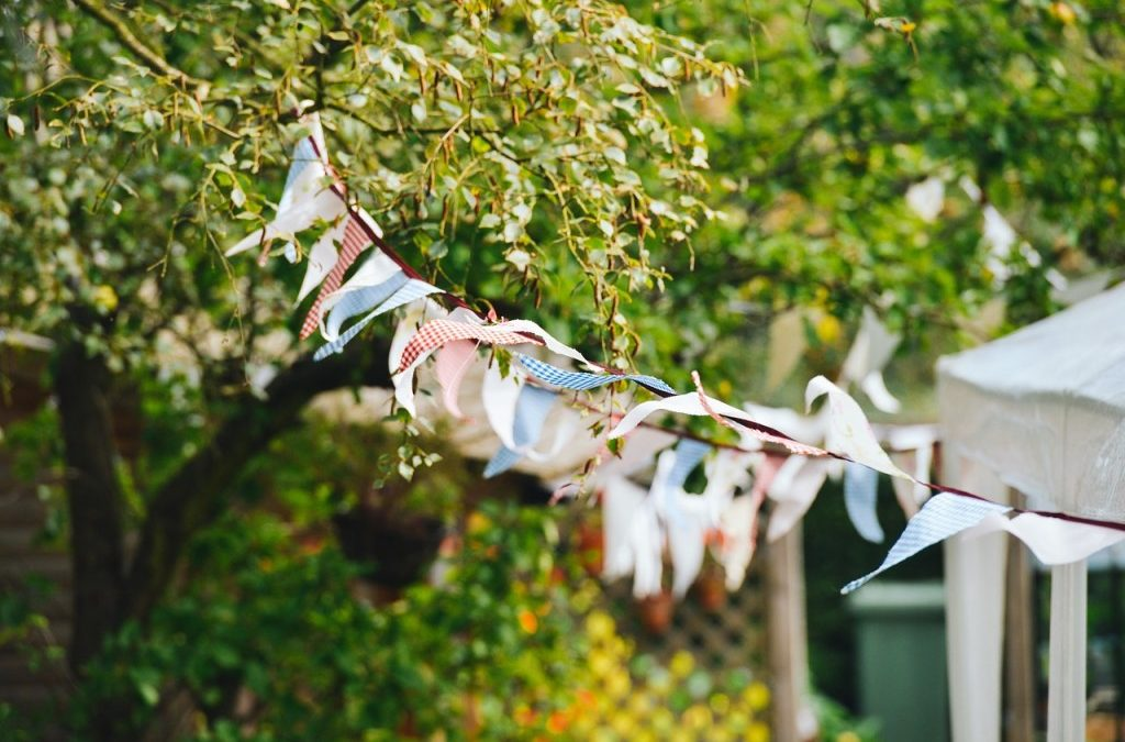 5 Steps to Throwing the Perfect Garden Party