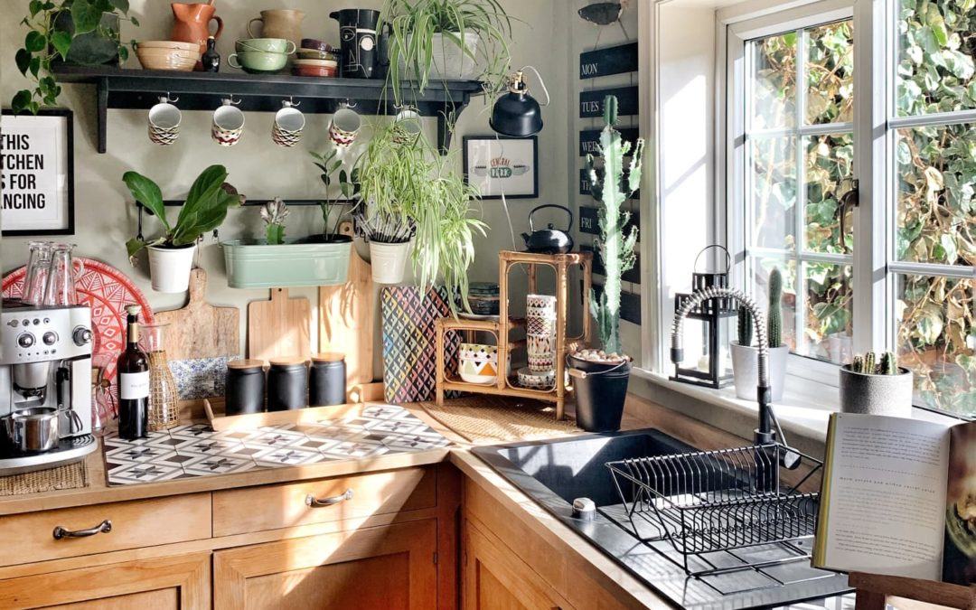 A 160-Year-Old UK Victorian Has a Cute Cottage Style Kitchen
