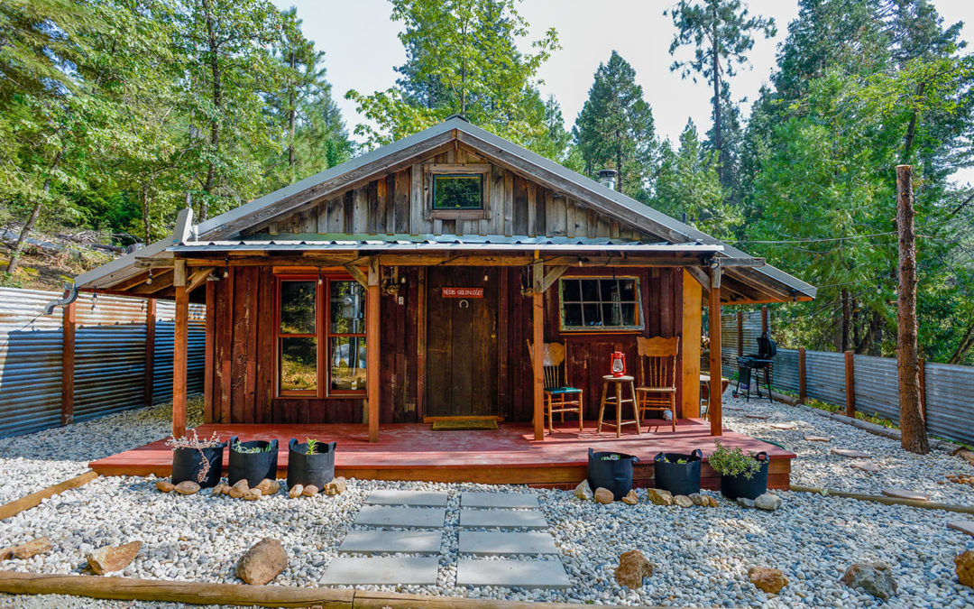 A Rustic 320-Square-Foot 1972 California Cabin Is Exactly as Cute As It Sounds