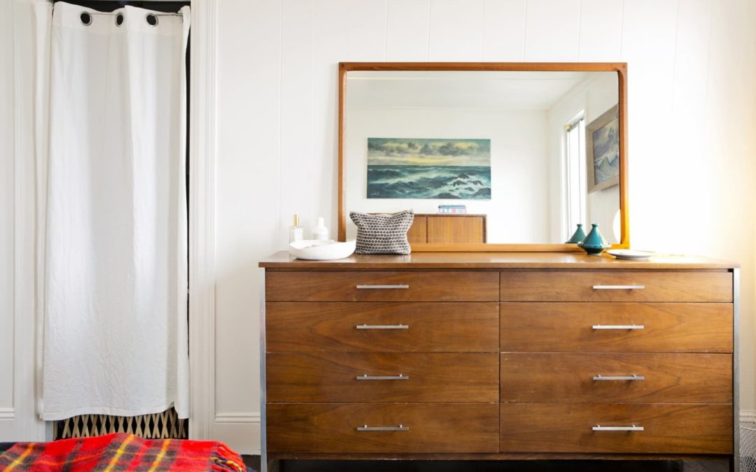 These Knobs Are A Vintage Furniture Shopper's Dream Resource