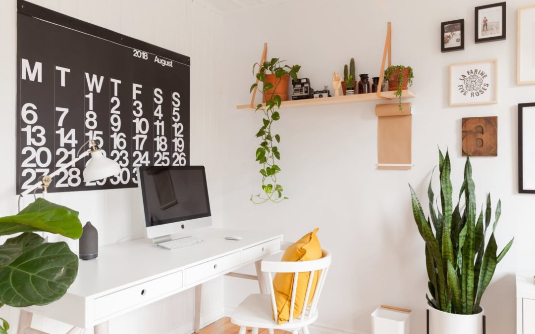 5 Easy Ways to Tidy Your Office Desk That Marie Kondo Would Approve Of