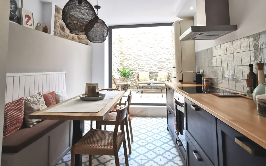 """A """"Traditional Meets Modern Mediterranean-Style"""" Spanish House's Tile's Stunning"""