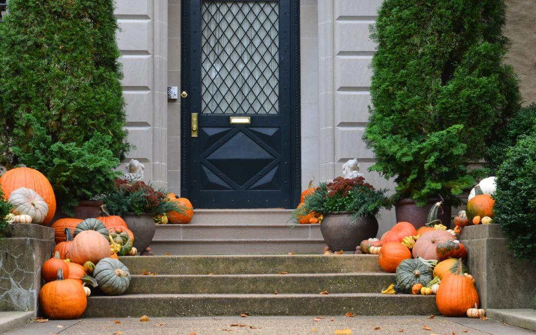 An Easy, Procrastinator-Friendly Halloween DIY Made from a Summertime Staple