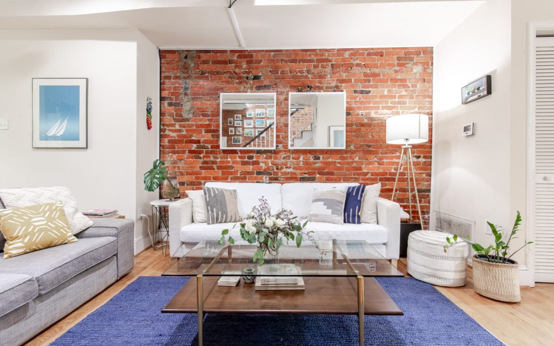 Here's Why One HGTV Expert Wants You to Decorate Your Rental As If You're Moving