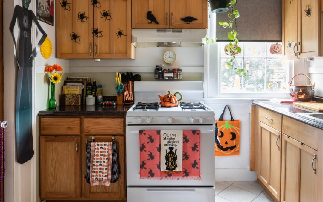 Read This *Before* You Bring Your Dog Trick-or-Treating With You