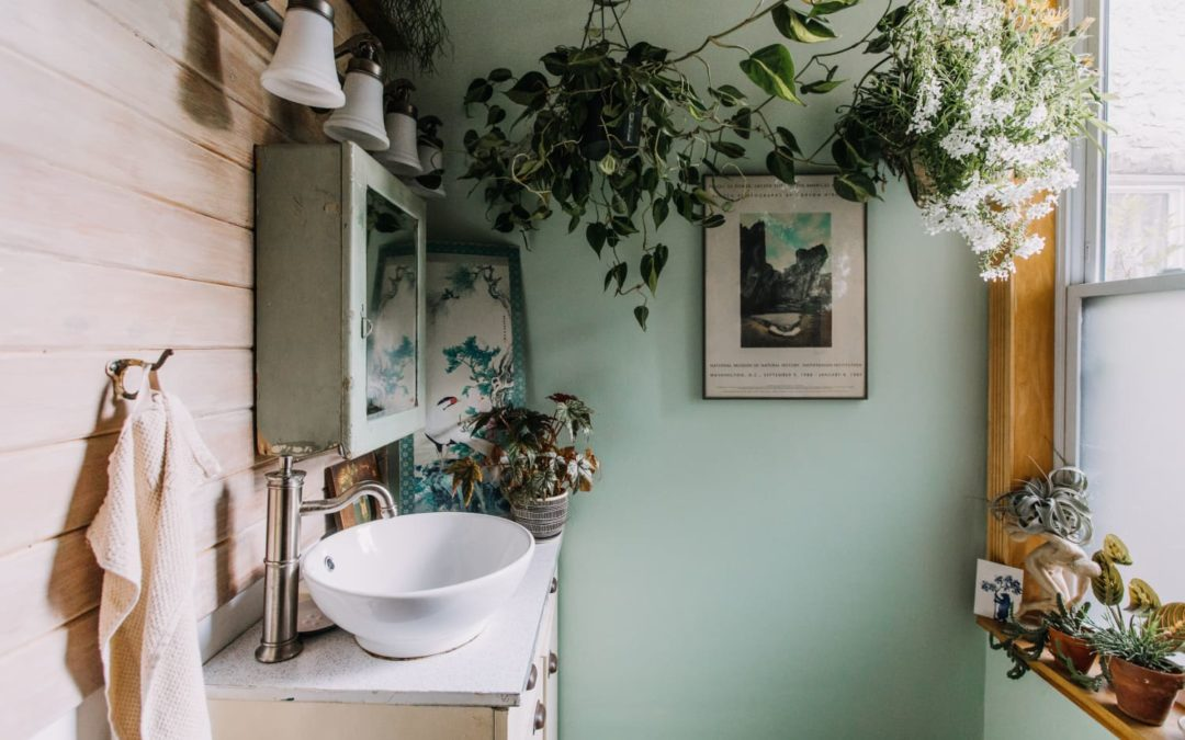 This 20-Minute Bathroom Decluttering Checklist Makes All Your Mornings Better