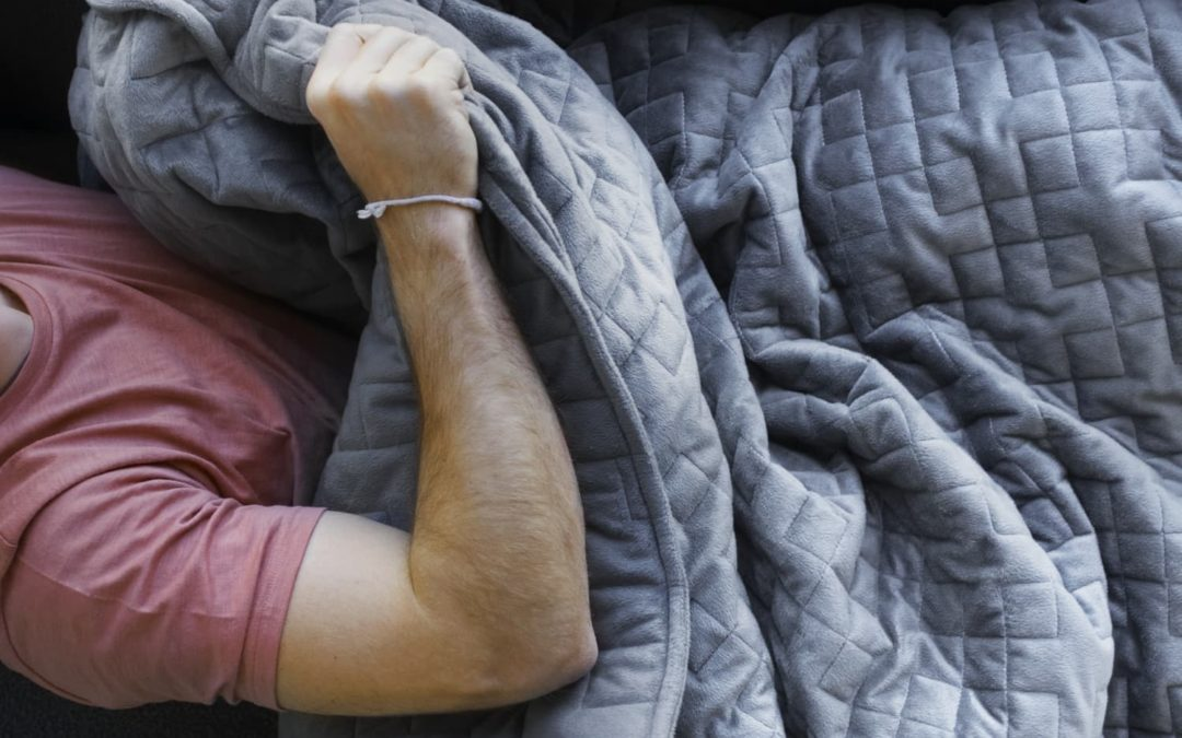 This Travel-Friendly Weighted Blanket Is Coming With Me Everywhere Over the Holidays (and It's On Sale!)